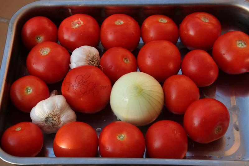 Asamos en el horno (tomates, cebolla y ajos... nada mas)